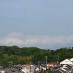 おっ、真っ白い富士山?いやいや雲の塊でした