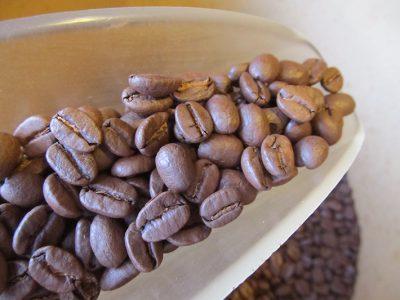 油ぎった深煎りコーヒー豆の弊害