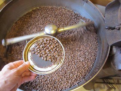 朝から14釜連続コーヒー焙煎