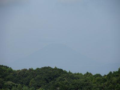 台風接近中、うっすら富士山が見えました