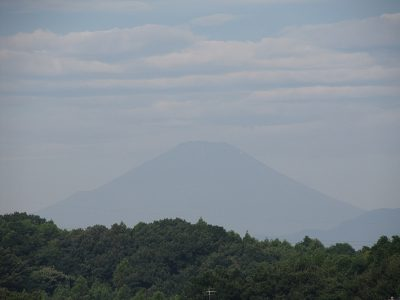 猛暑日の夏富士シルエット