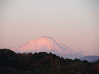 朝陽を浴びた富士山