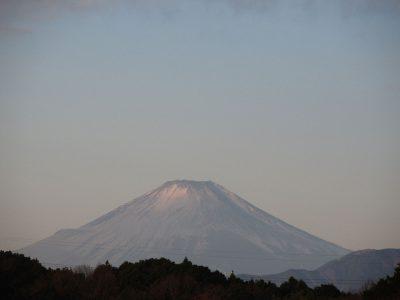 銀色に輝く富士山