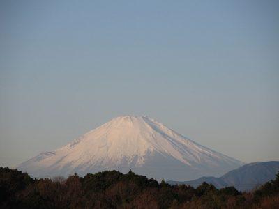 再び雪化粧した富士山