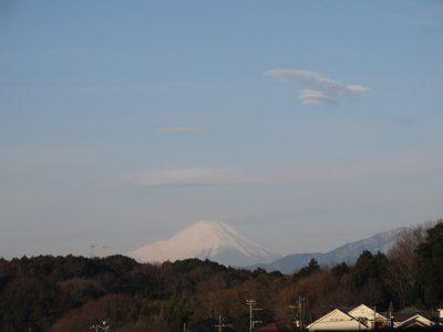 また雪の気配?傘雲らしき富士山