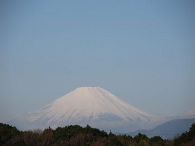 春の青空と富士山