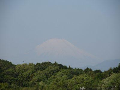 春の嵐の前の富士山