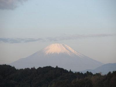 ギザギザ登下山道の見える富士山