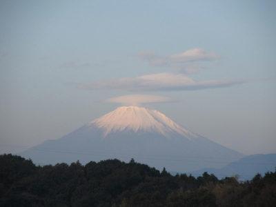 傘雲かぶった富士山