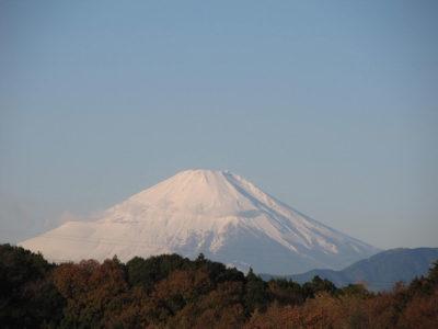 厚化粧を終えた富士山