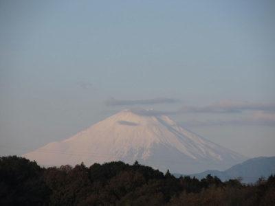浮世絵のような雲と富士山