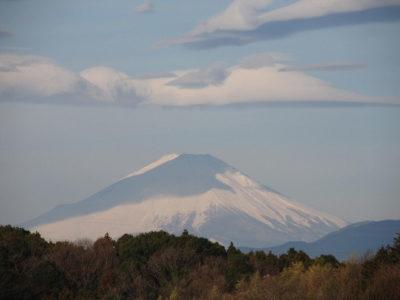 夏富士に隠れる冬の富士山?