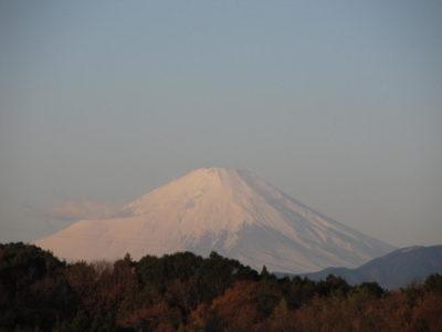イヴ早朝とクリスマス夕方の富士山