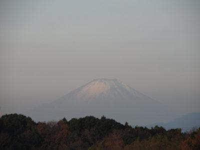 冠雪の少ない富士山
