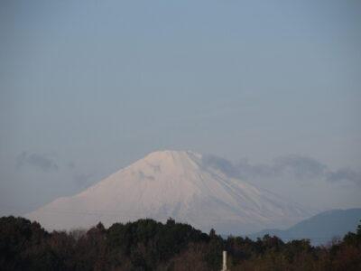 白いマスクを付けた富士山