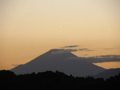 台風一過の富士山、朝、昼、夕